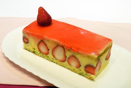 パティシエに習う  赤いベリーのケーキ
